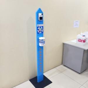 trụ rửa tay và đo thân nhiệt tự động